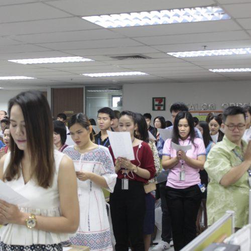 ทเวนตี้โฟร์ ช้อปปิ้ง ร่วมตั้งจิต อธิษฐาน เจริญพระพุทธมนต์ ถวายแด่องค์พ่อหลวงของชาวไทย