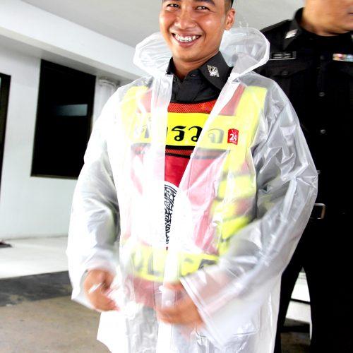 """บริษัท ทเวนตี้โฟร์ ช้อปปิ้ง จำกัด ขอร่วมสนับสนุนตำรวจไทย มอบ """" เสื้อกันฝน 24 Shopping """" ณ สถานีตำรวจนครบาลหัวหมาก"""
